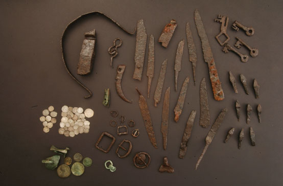 Oggetti ritrovati nella bottega artigiana XIII - XIV secolo d.C. - Finds recovered in the workshop 13th - 14th centuries AD